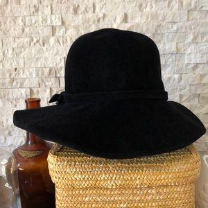 Accessories - Wide brim felt wool hat